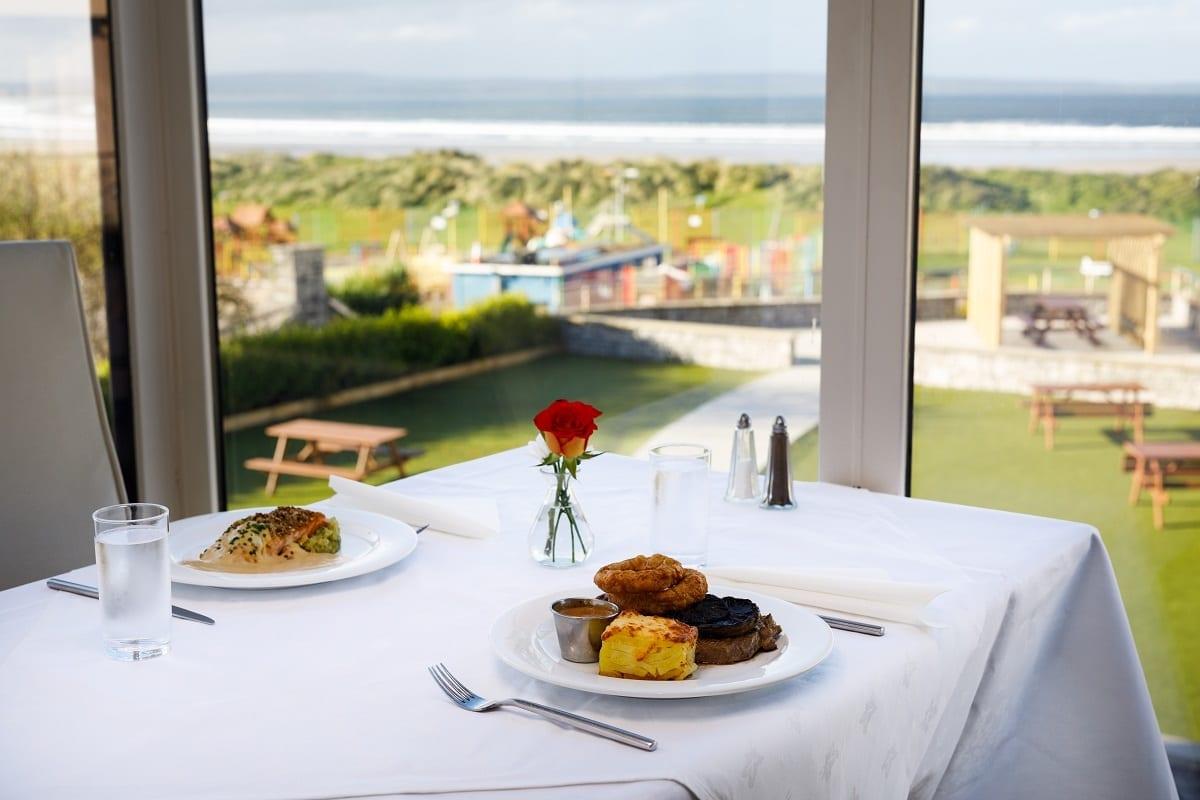 A ocean-sands-hotel-dining-beach-sea-view
