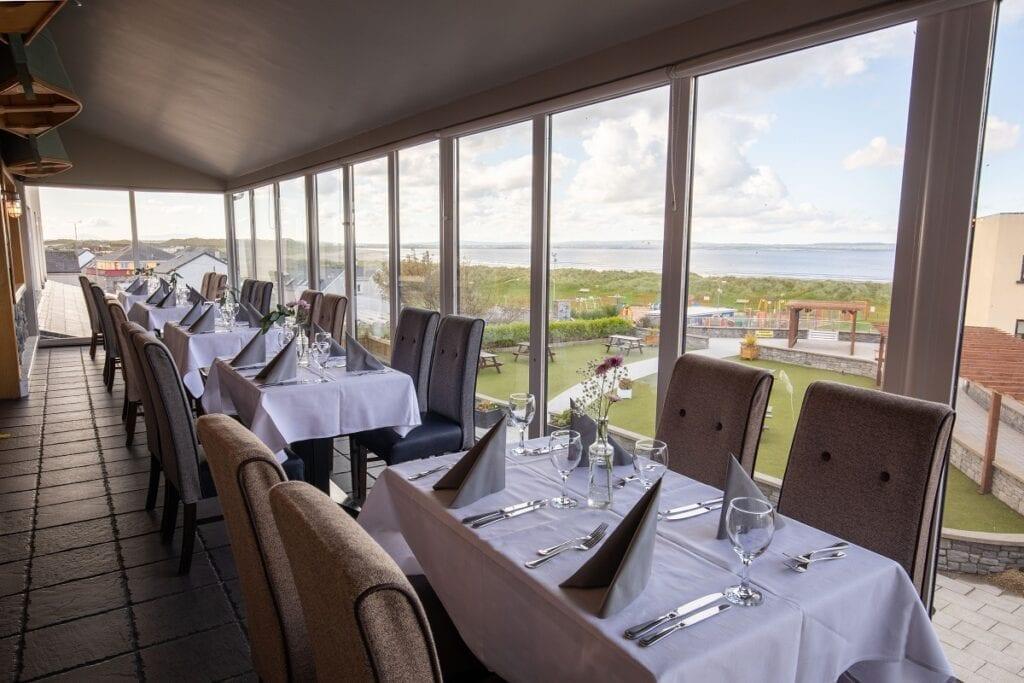 A ocean-sands-hotel-ocean-view-bar-restaurant-wild-atlantic-way